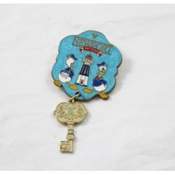 Pin's key to the Newport Bay Club DISNEYLAND RESORT PARIS Donald