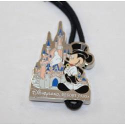 Porte clés Mickey DISNEYLAND RESORT PARIS 15 éme anniversaire étain métal