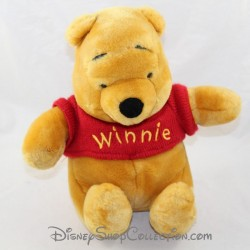 Peluche Winnie l'Ourson DISNEYLAND PARIS classique tee shirt rouge Disney assis 23 cm