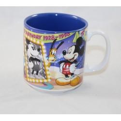 Escena de la taza Mickey...