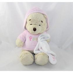 Peluche Winnie l'ourson DISNEY STORE pull rose capuche ABCD écusson 32 cm