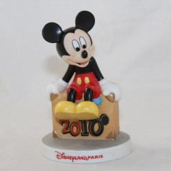 Figurine Mickey DISNEYLAND PARIS valise 2010 biscuit de porcelaine 10 cm