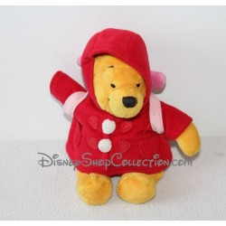 Peluche Winnie l'ourson DISNEYLAND PARIS manteau rouge sac à dos Porcinet 20 cm