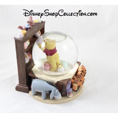 Snow globe winnie l 39 ourson disney store cuisine avec ses amis boule - Boule a neige collectionneur ...