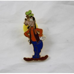 Pin's Dingo DISNEY ami de Mickey debout mains sur les côtés